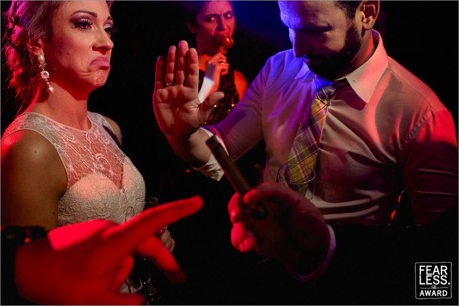 foto premiada na fearless - fotos feito pelo fotografo robison kunz durante a festa de casamento premiada na fearless - casamento priscila e bird