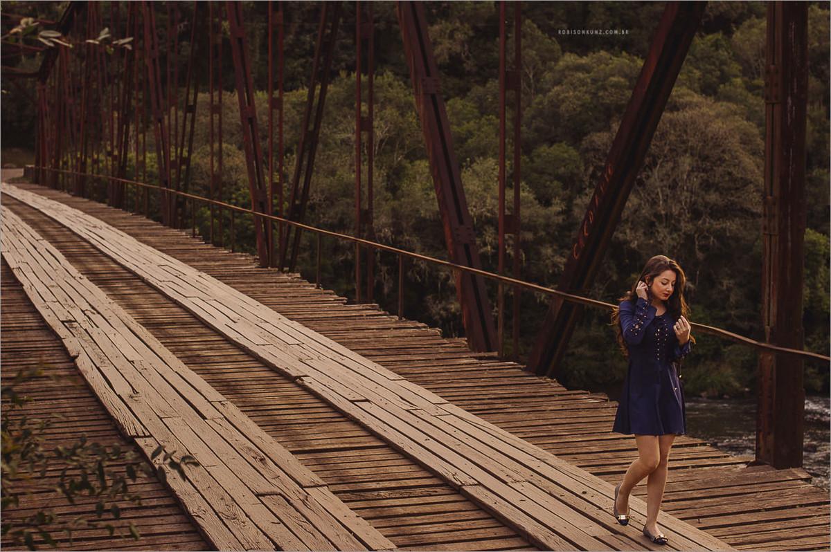 foto na ponte de ferro do passo do inferno em canela