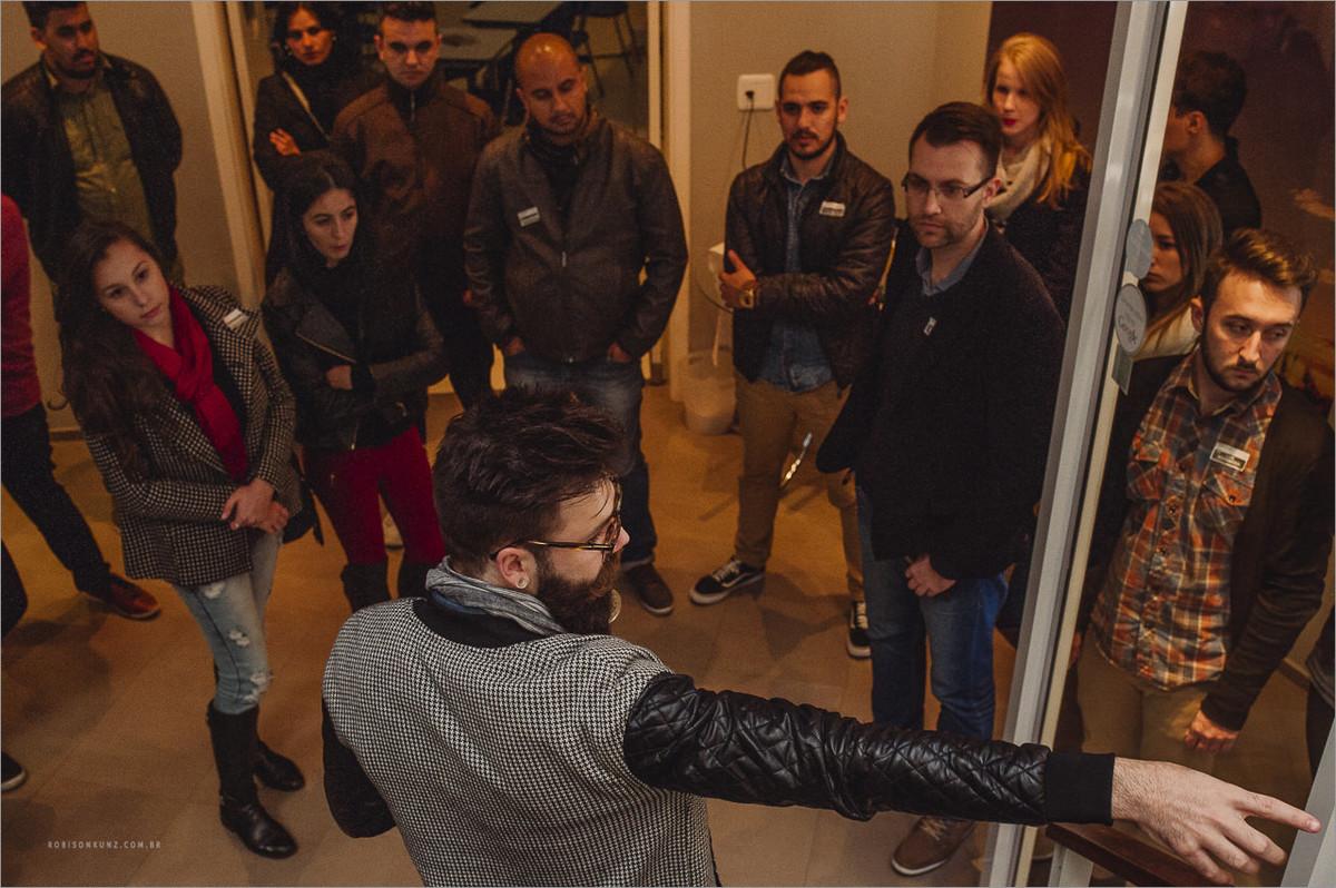 robison kunz apresentando seu estudio em picada café