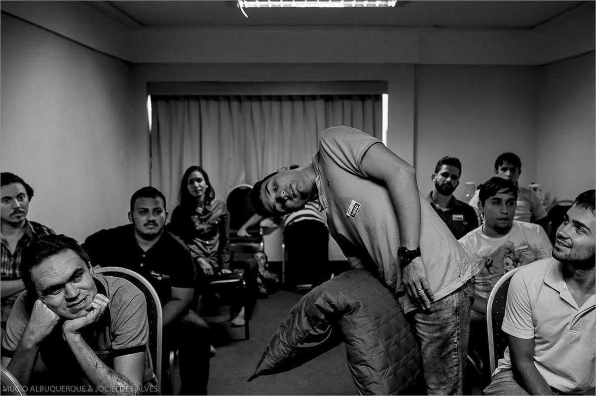 alunos participando do workshop com robison kunz