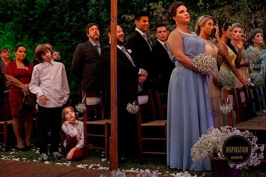 crianças durante cerimonia de casamento externo