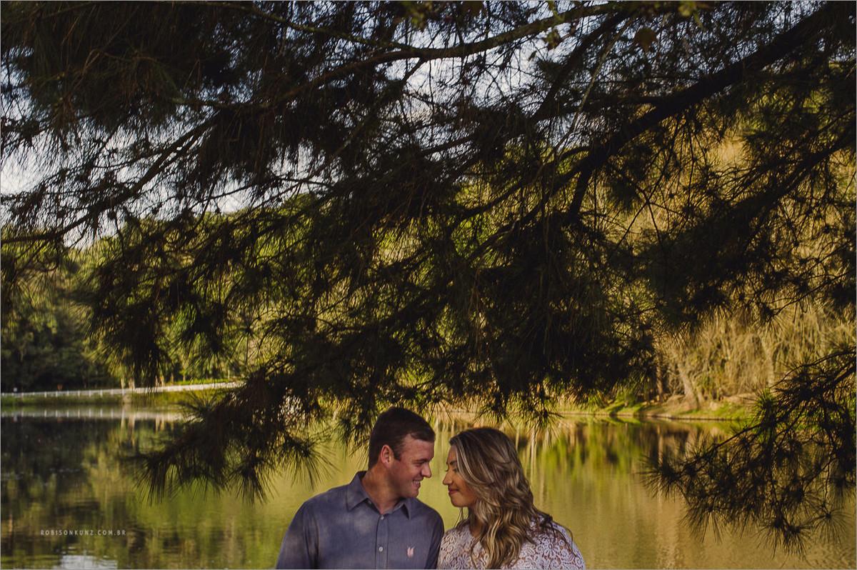 fotos de casal no lago em nova petropolis