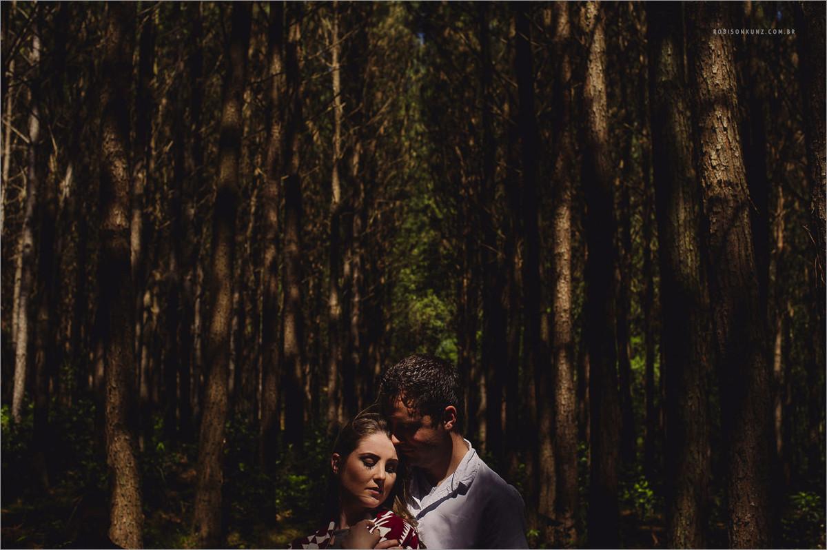fotos sombrias na floresta