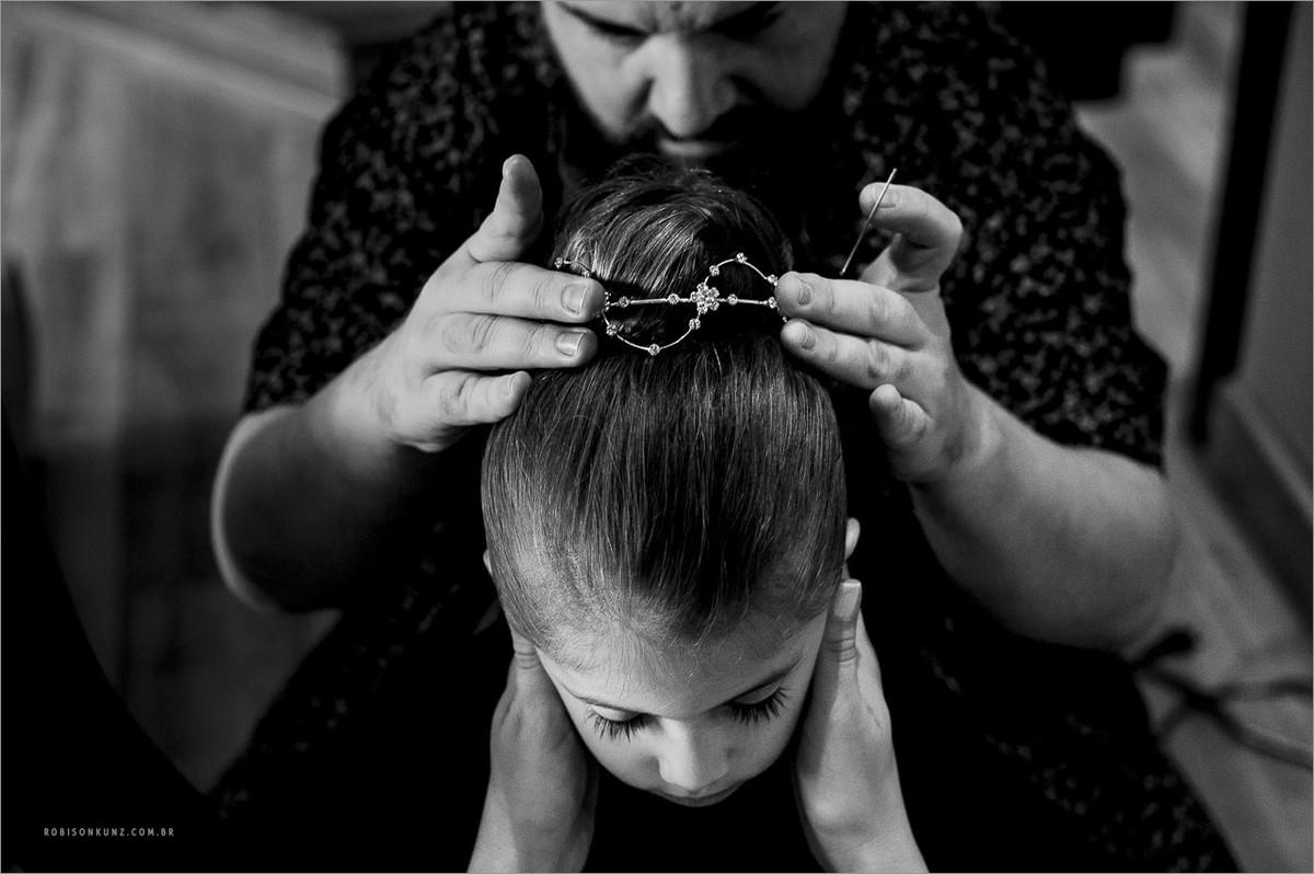 arrumando cabelo da aia
