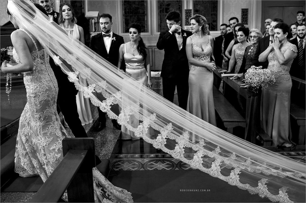 emoção na entrada da noiva