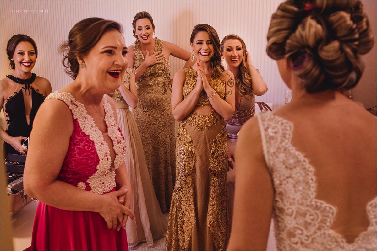 madrinhas vendo a noiva pela primeira vez