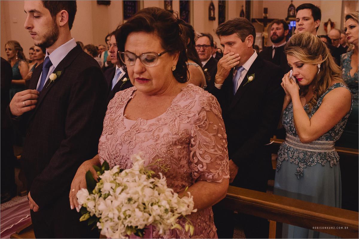 mae emocionada no casamento