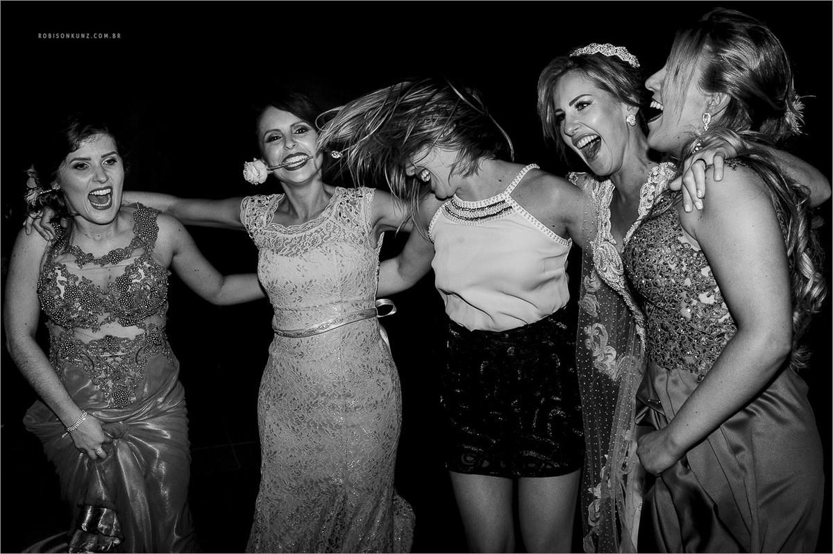 madrinhas dançando no casamento