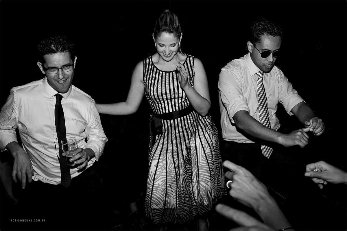 convidados dançando em casamento