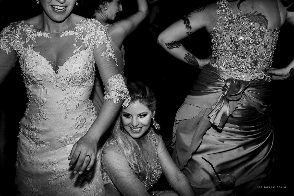 noiva e madrinhas até o chão