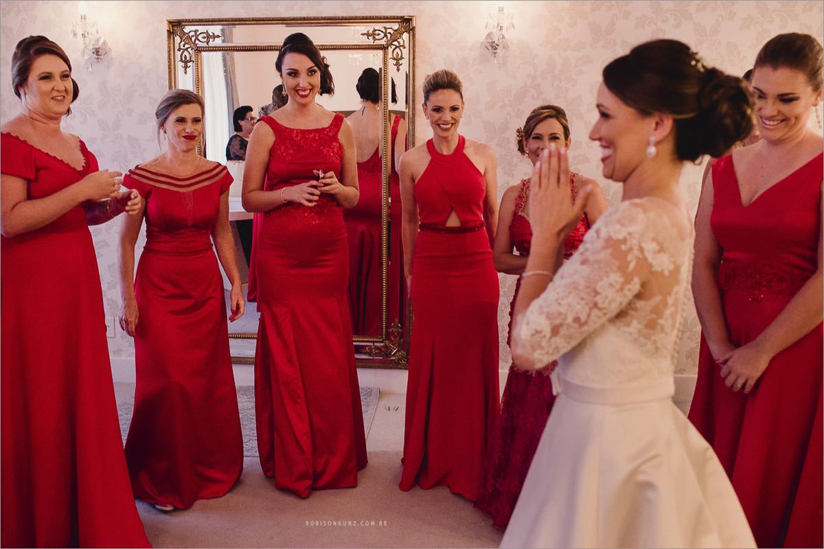 as madrinha ao ver a noiva pela primeira vez