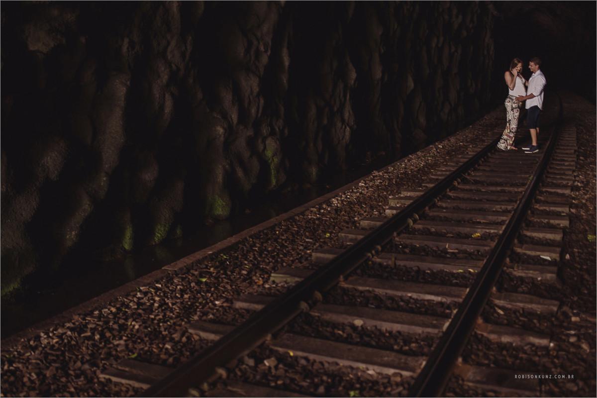 gestante no tunel de trem