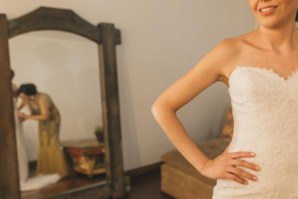 noiva vestindo vestido