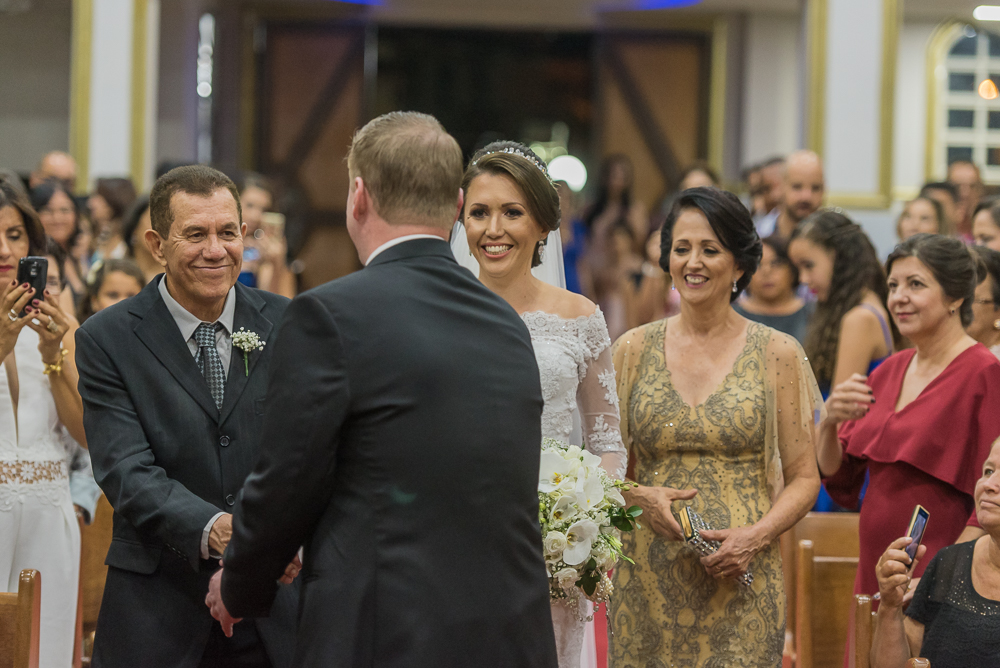 noivo recebendo noiva