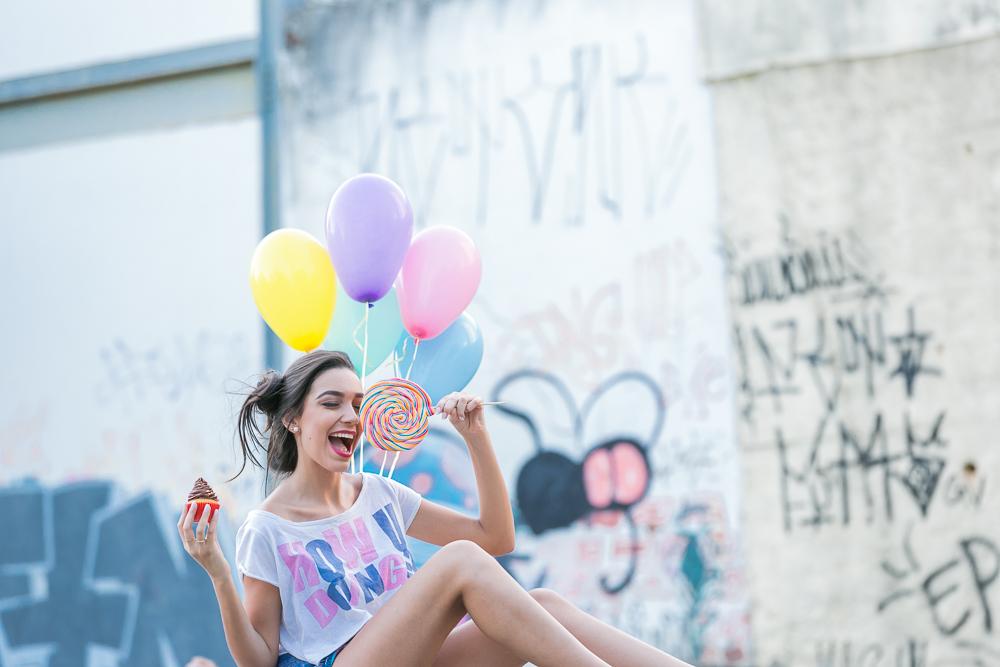 menina e balões coloridos fotografia de familia book 15 anos Josie Nader