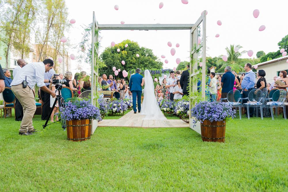 entrada da noiva de costas Fotos de casamento Governador Valadares Josie Nader