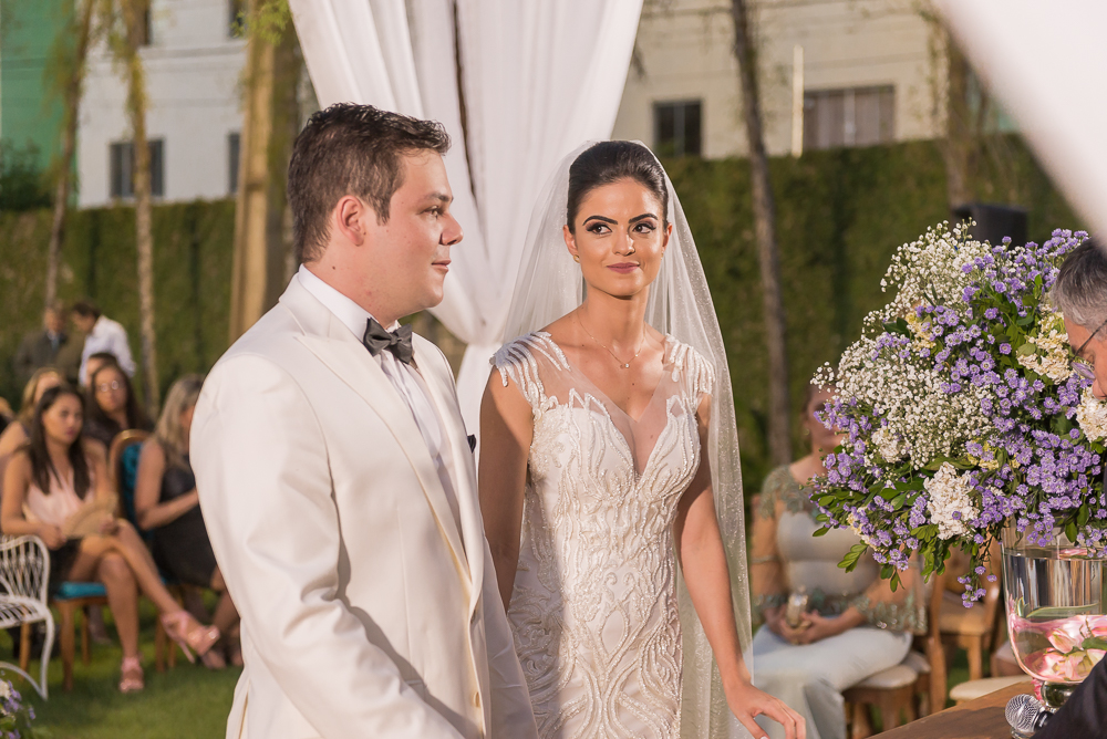 noivos se olhando Fotos de casamento Governador Valadares Josie Nader