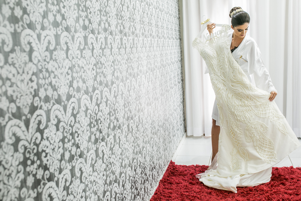 noiva mostrando o vestido Fotos de casamento Governador Valadares Josie Nader