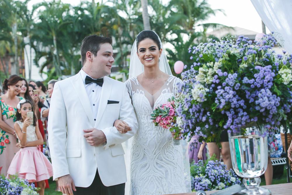 noivo olhando para noivoa Fotos de casamento Governador Valadares Josie Nader
