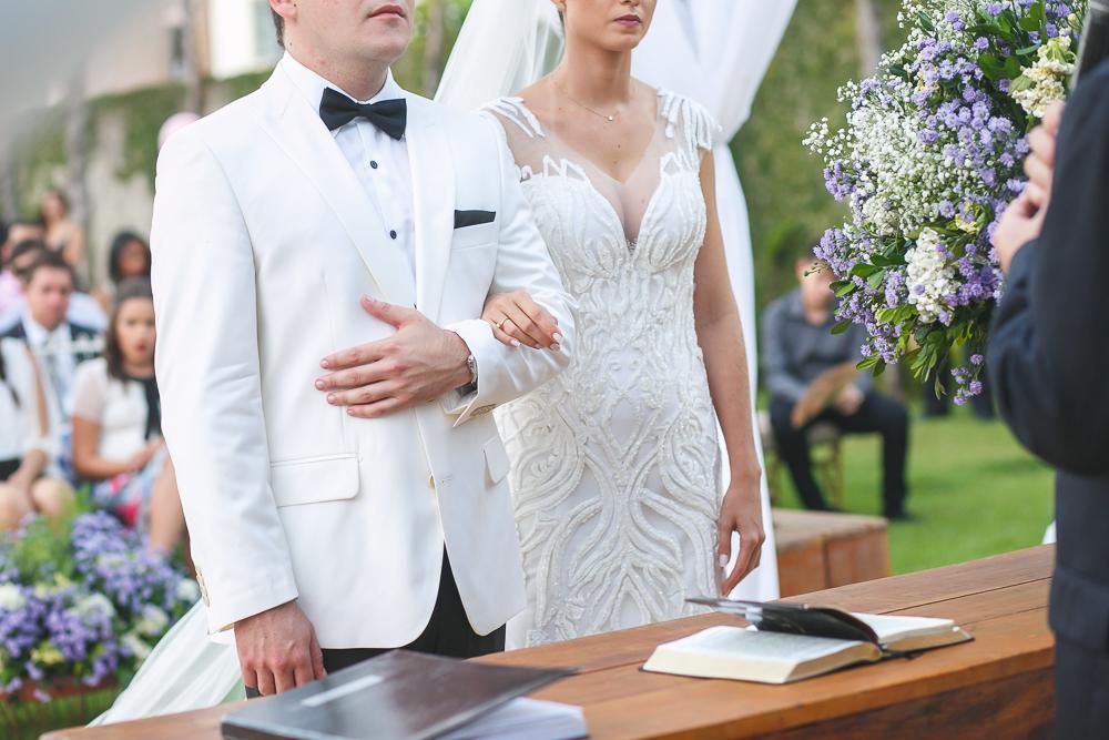 noivos com atenção no pastor Fotos de casamento Governador Valadares Josie Nader