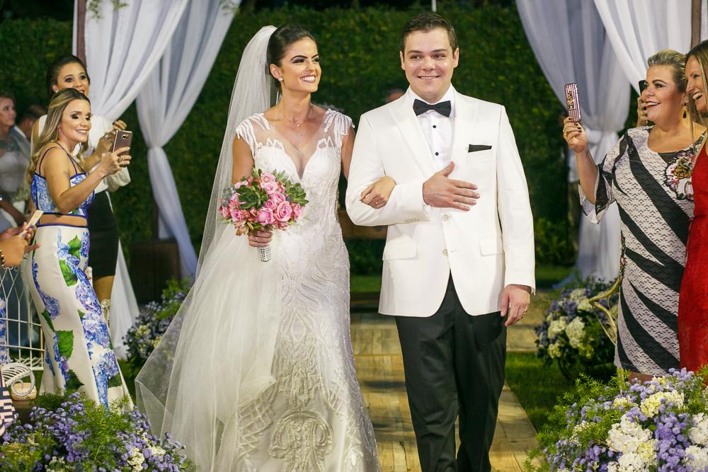 saida dos noivos  Fotos de casamento Governador Valadares Josie Nader