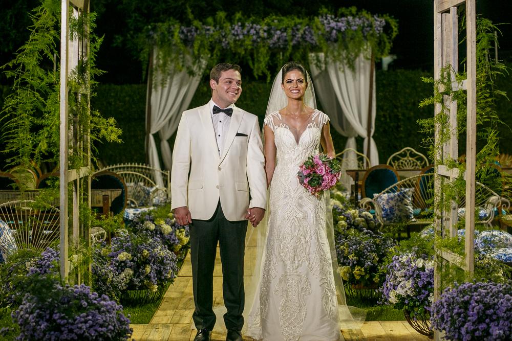 noivo olhando para a noiva Fotos de casamento Governador Valadares Josie Nader