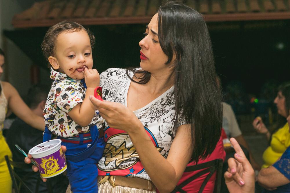 criança comendo açai fotos de familia Josie Nader Governador Valadares