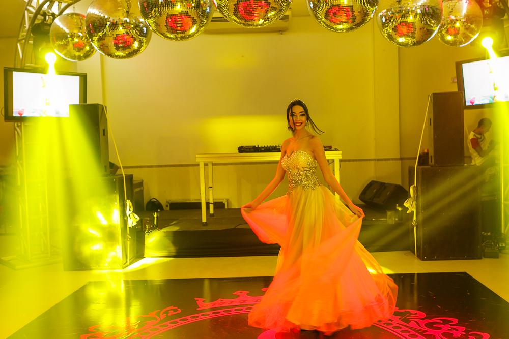 mostrando o vestido na pista de dança fotos de familia Josie Nader Governador Valadares