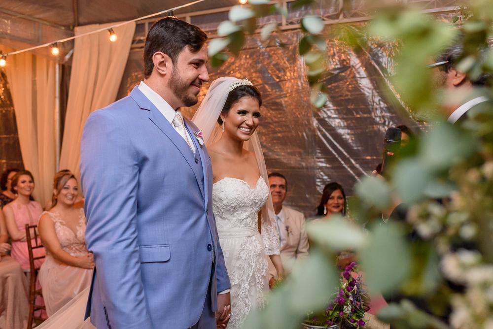 noivos sorrindo na cerimonia, fotos de casamento, Josie Nader fotografias