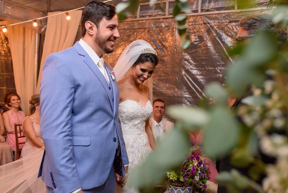 noivos sorrindo na cerimonia, fotografia de casamento, Josie Nader fotografia
