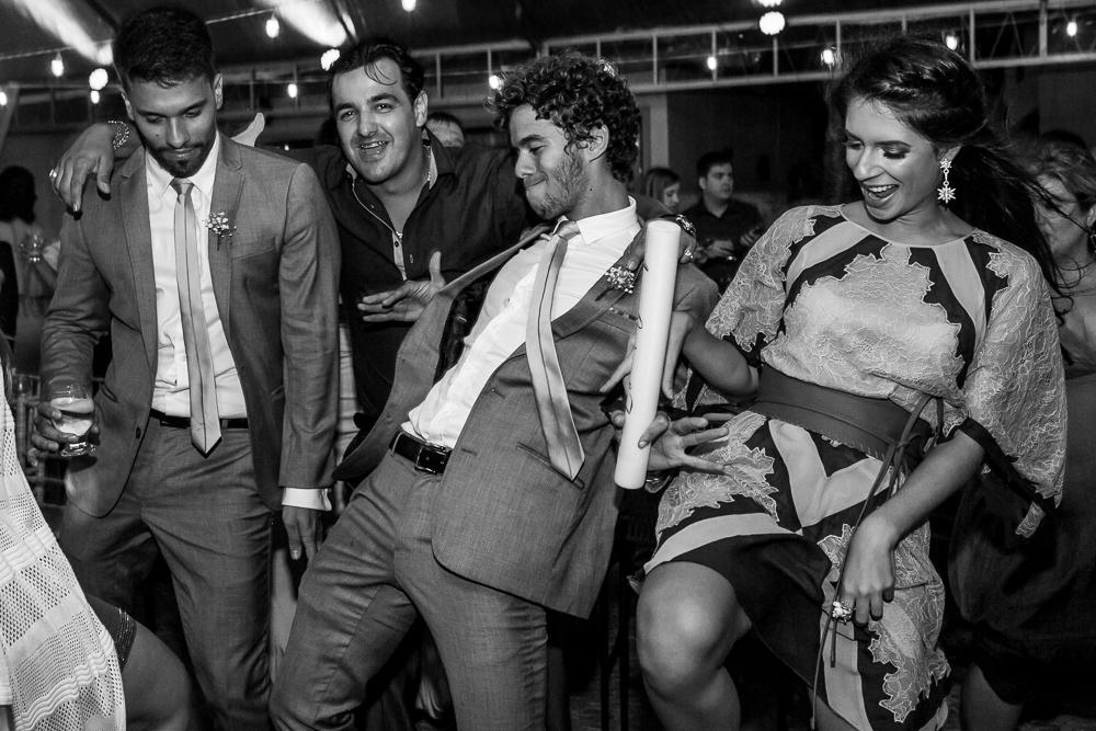 convidados divertindo na pista de dança noivos e convidados na pista, JOsie NAder fotografia, casamento., fotos de casamento, Jose Nader Fotofragia, Governador Valadares