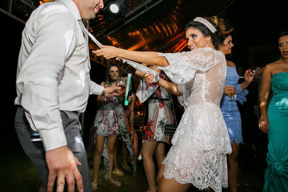 noiva e convidados na pista de dança fotografia de casamento, fotos de casamento, Josie Nader fotografias