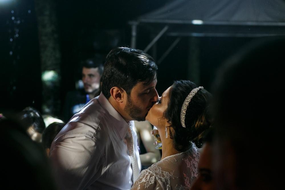 beijo dos noivos fotografia de casamento, Governador Valadares Josie Nader fotografia
