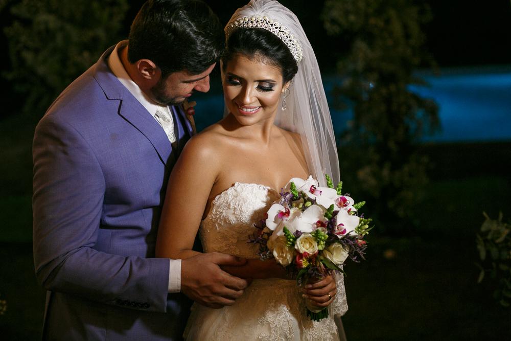 Noivos pousando para fotos, luzinhas, Josie Nader fotografia, Governador Valadares, fotografa de casamento, Josie Nader