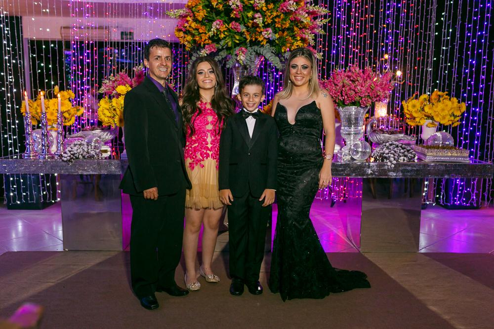 aniversario 15 anos, fotografia de familia, Josie Nader fotografia, aniversario 15 anos, debut, Governador Valadares, aniversariante e a familia
