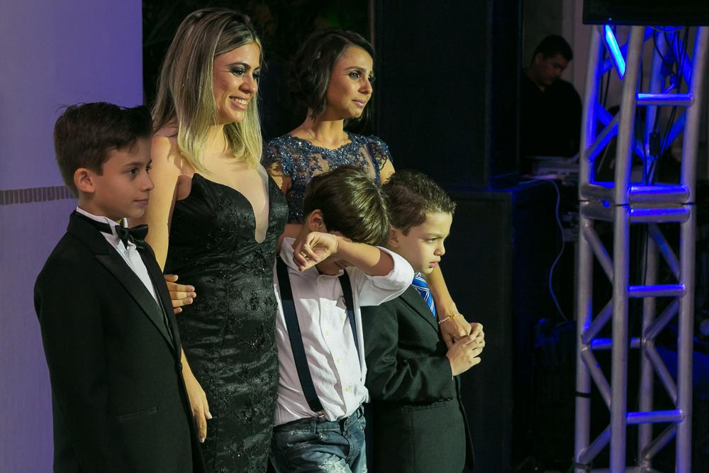 aniversario 15 anos, fotografia de familia, Josie Nader fotografia, aniversario 15 anos, debut, Governador Valadares, familia vendo a valsa