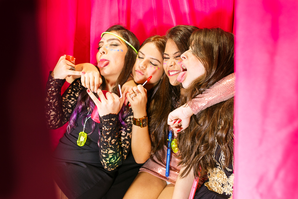 aniversario 15 anos, fotografia de familia, Josie Nader fotografia, aniversario 15 anos, debut, Governador Valadares com amigas tirando fotos