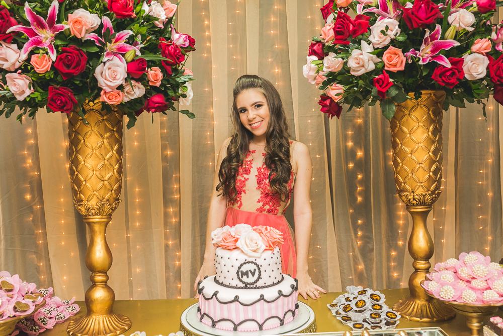 fotografia de familia, desta de 15 anos, debut, decoração, Josie NAder fotografia, Governador Valadares, aniversariante e o bolo