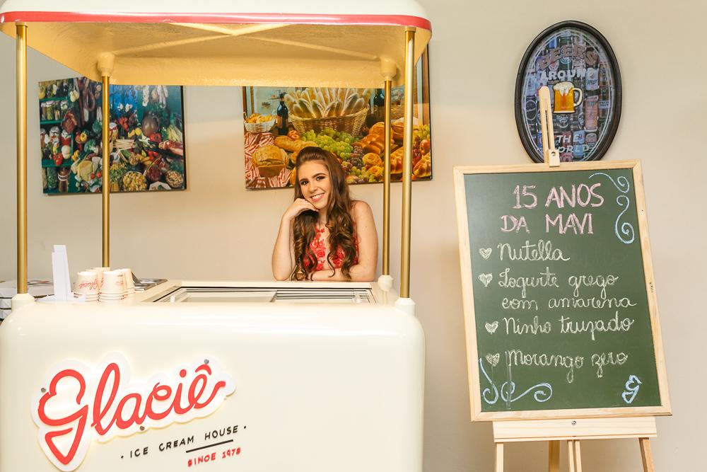 fotografia de familia, desta de 15 anos, debut, decoração, Josie NAder fotografia, Governador Valadares, aniversariante e o carrinho de sorvete
