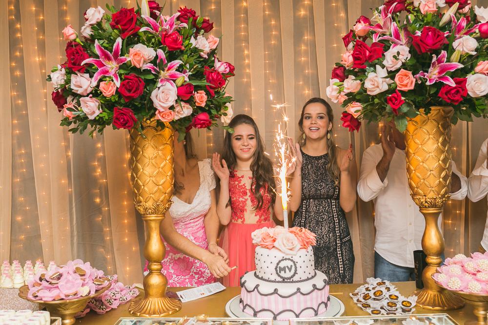 fotografia de familia, desta de 15 anos, debut, decoração, Josie NAder fotografia, Governador Valadares, cantando parabéns