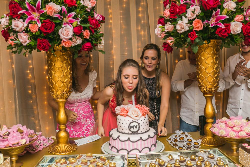 fotografia de familia, desta de 15 anos, debut, decoração, Josie NAder fotografia, Governador Valadares, soprando velhinhas
