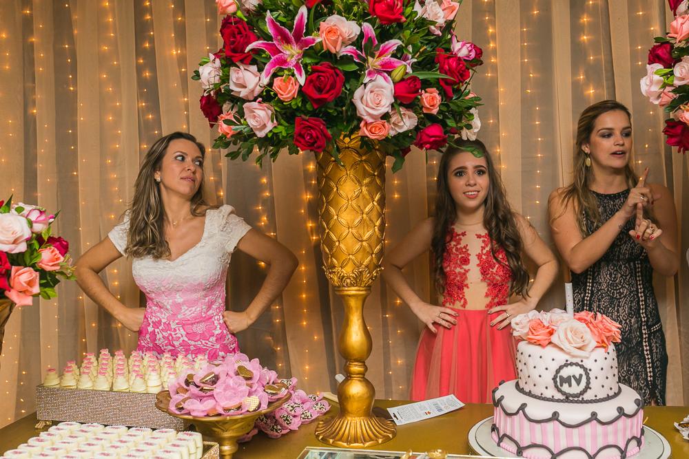 fotografia de familia, desta de 15 anos, debut, decoração, Josie NAder fotografia, Governador Valadares, cantando com quem será
