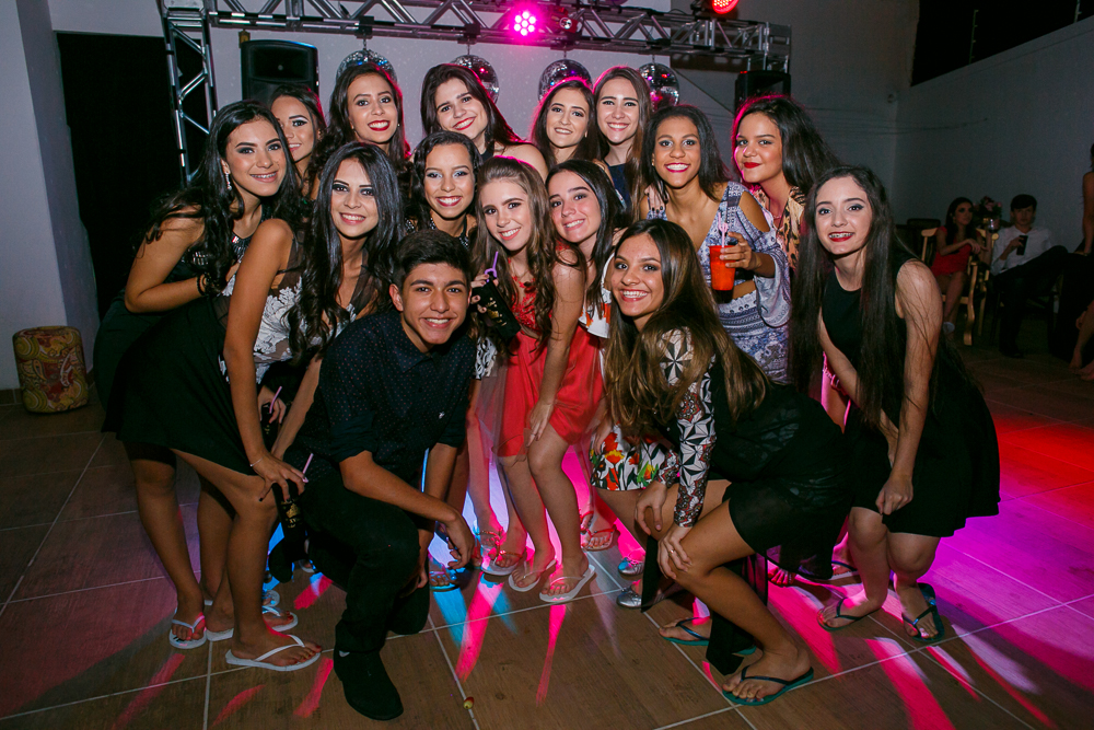 fotografia de familia, desta de 15 anos, debut, decoração, Josie NAder fotografia, Governador Valadares, com amigos