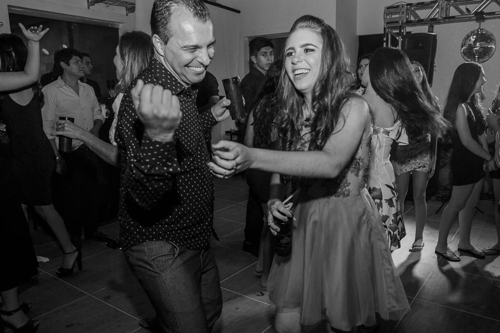 fotografia de familia, desta de 15 anos, debut, decoração, Josie NAder fotografia, Governador Valadares, sorrindo com convidados