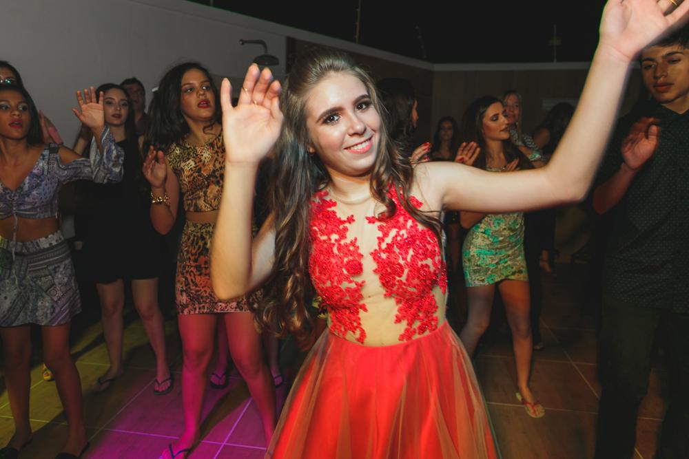 fotografia de familia, desta de 15 anos, debut, decoração, Josie NAder fotografia, Governador Valadares, dançando