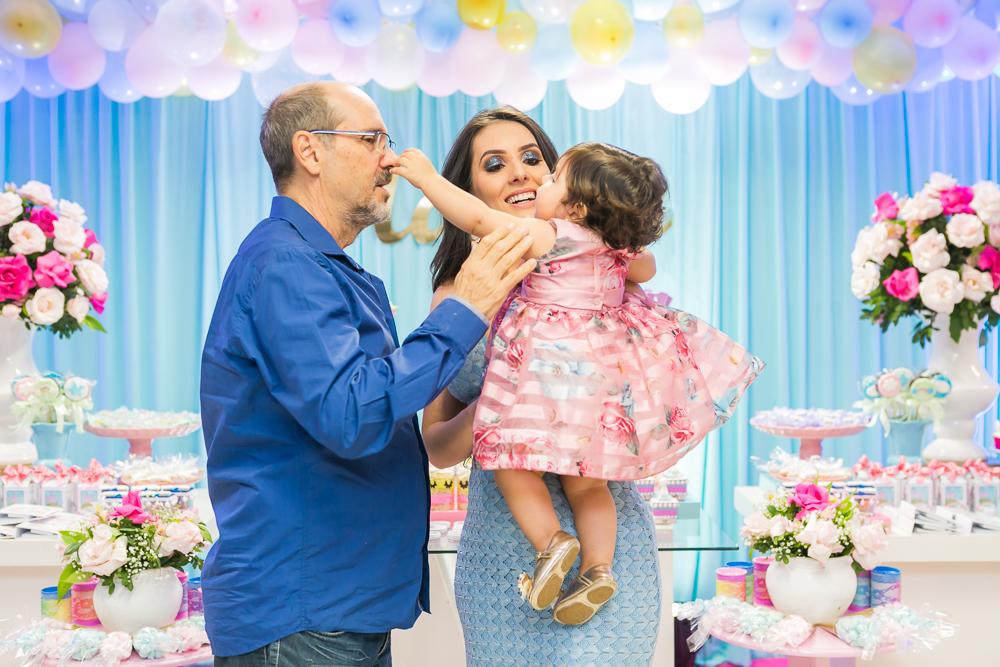 Josie Nader fotografia, Governador Valadares, aniversário menina, poney, fotografia de familia, Governador Valadares, aniversariante querendo pegar em convidado