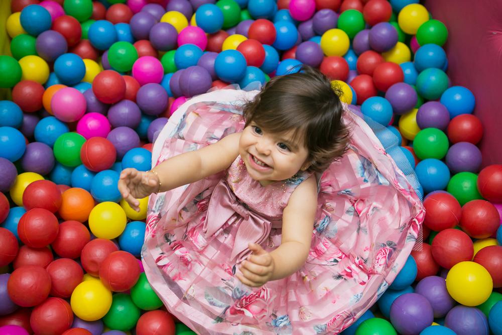 Josie Nader fotografia, Governador Valadares, aniversário menina, poney, fotografia de familia, Governador Valadares, na piscina de bolinha