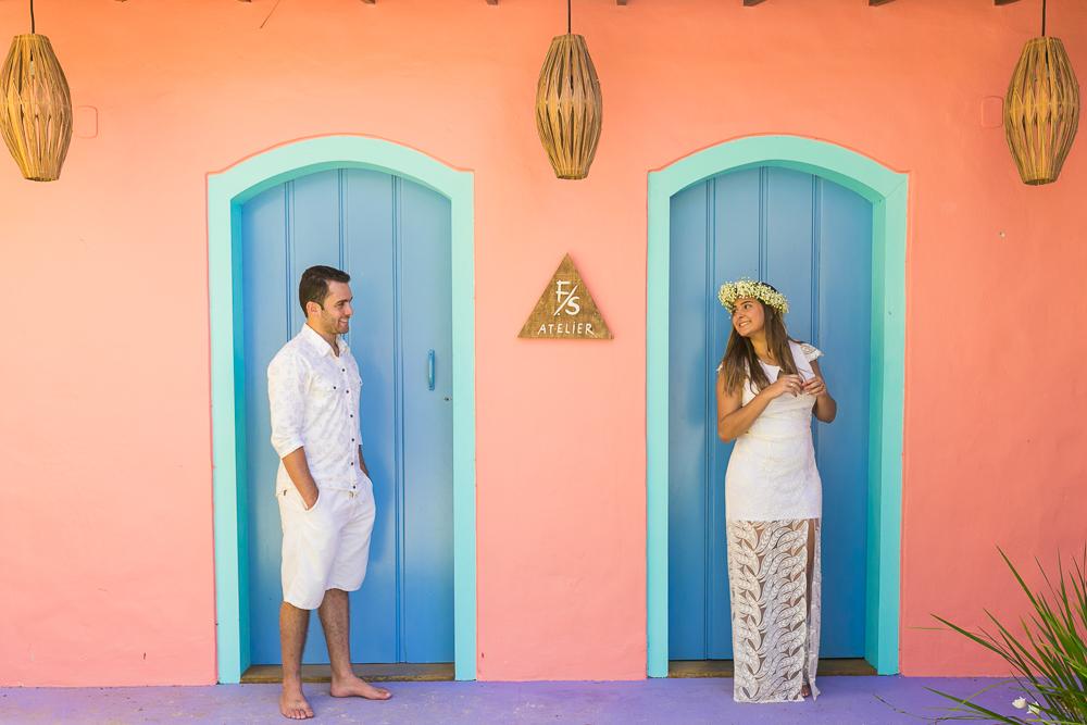 Josie Nader fotografia, Governador Valadares, fotografia de casamento, ensaio casal, ensaio externos Governador Valadares, noivos de branco na porta azul