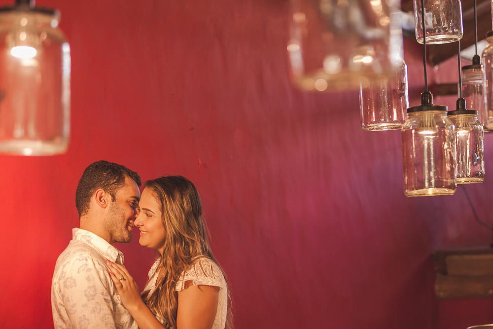 Josie Nader fotografia, Governador Valadares, fotografia de casamento, ensaio casal, ensaio externos, noivo falando ao ouvido da noiva, fotos de casamento, ensaio