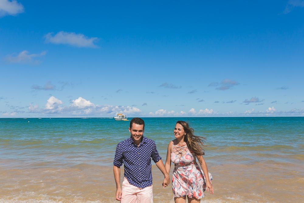 Josie Nader fotografia, Governador Valadares, fotografia de casamento, ensaio externo, noivos correndo na praia, fotografa de casamento,
